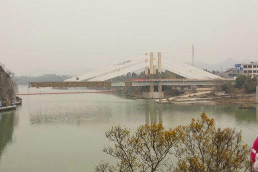 面积最大的瑶族自治县,沱江大桥位于江华县城东南方的沱水河上,是沿岸
